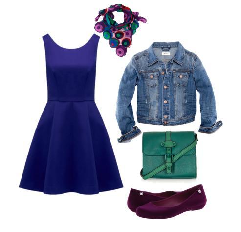 Cómo combinar un vestido azul Klein para una comida de domingo