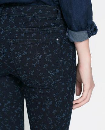 Pantalones estampados de Zara - Flores azules