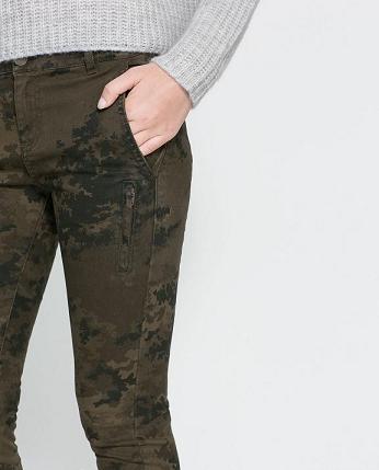 Pantalones estampados de Zara - Militar