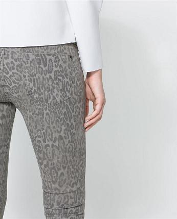 Pantalones estampados de Zara - Gris leopardo