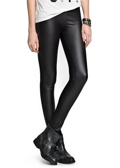 Mujeres atractivas en pantalones de cuero