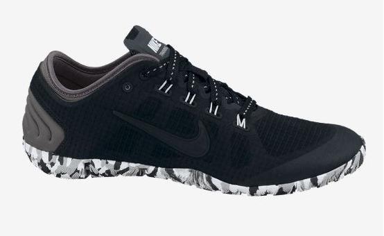 Hacer deporte y ejercicio con estas zapatillas negras nike