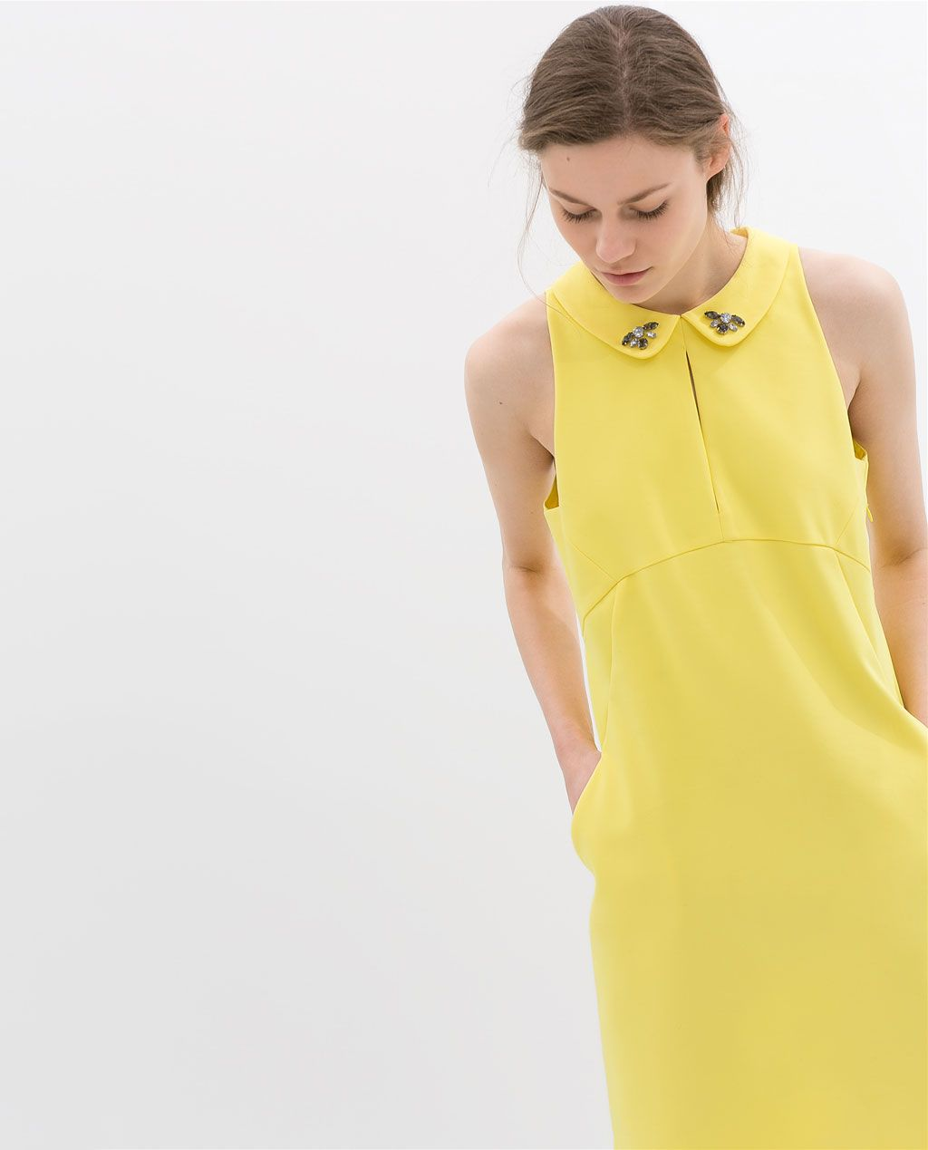 Color de moda para el verano - Vestido cuello