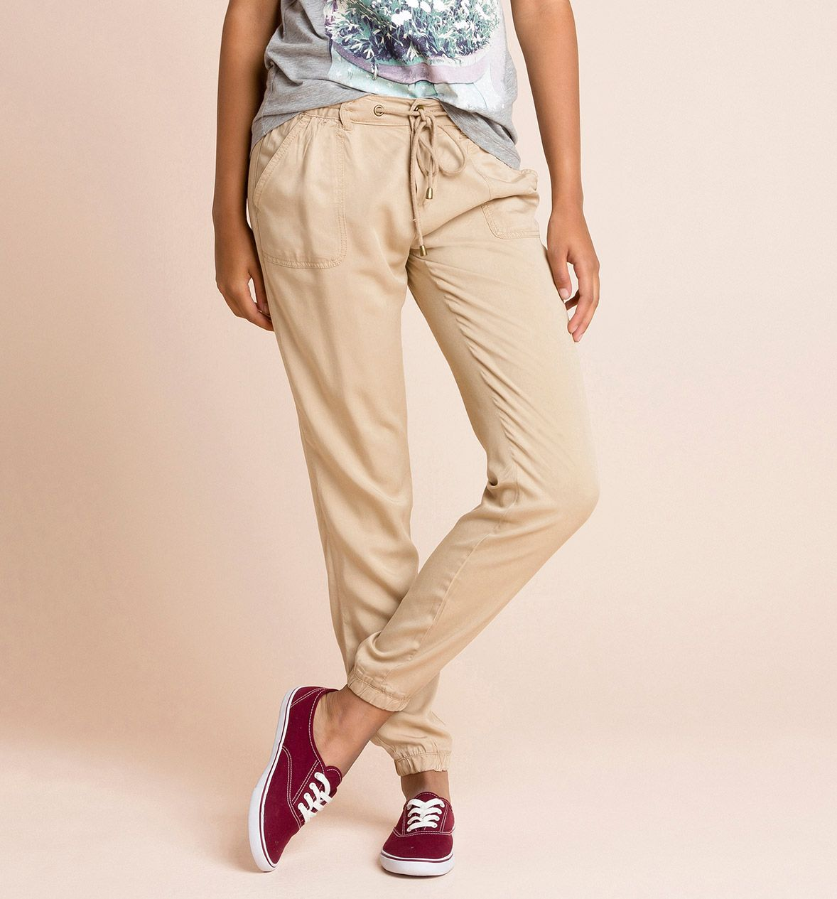 Pantalones básicos con bolsillos