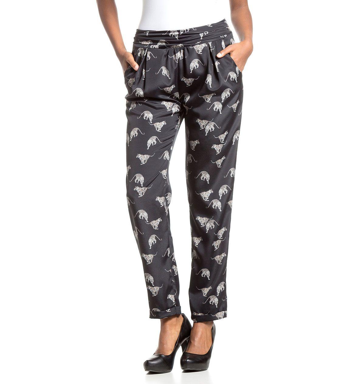 Pantalones fluidos negros con estampado