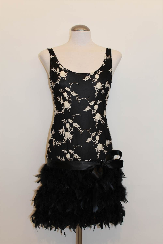 Vestidos cortos para fiesta - Vestido bordado con plumas