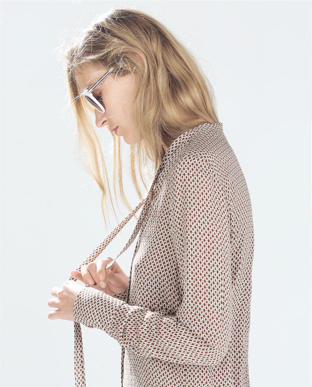 Catálogo de Zara Trafaluc - Camisa estampada con cuello anudado