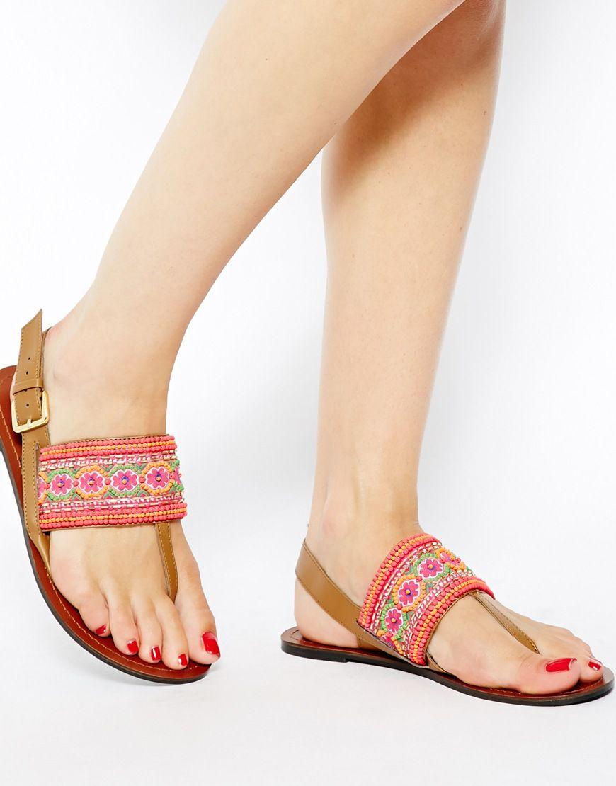 Sandalias planas con piedras de colores
