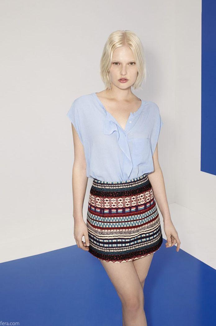 Catálogo Sfera online - Camisa y falda estampada