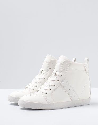 Zapatillas con tacón oculto