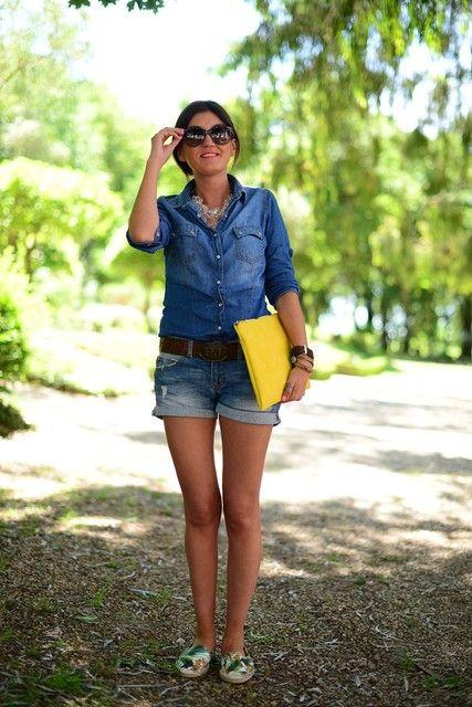 Camisa vaquera con shorts vaqueros