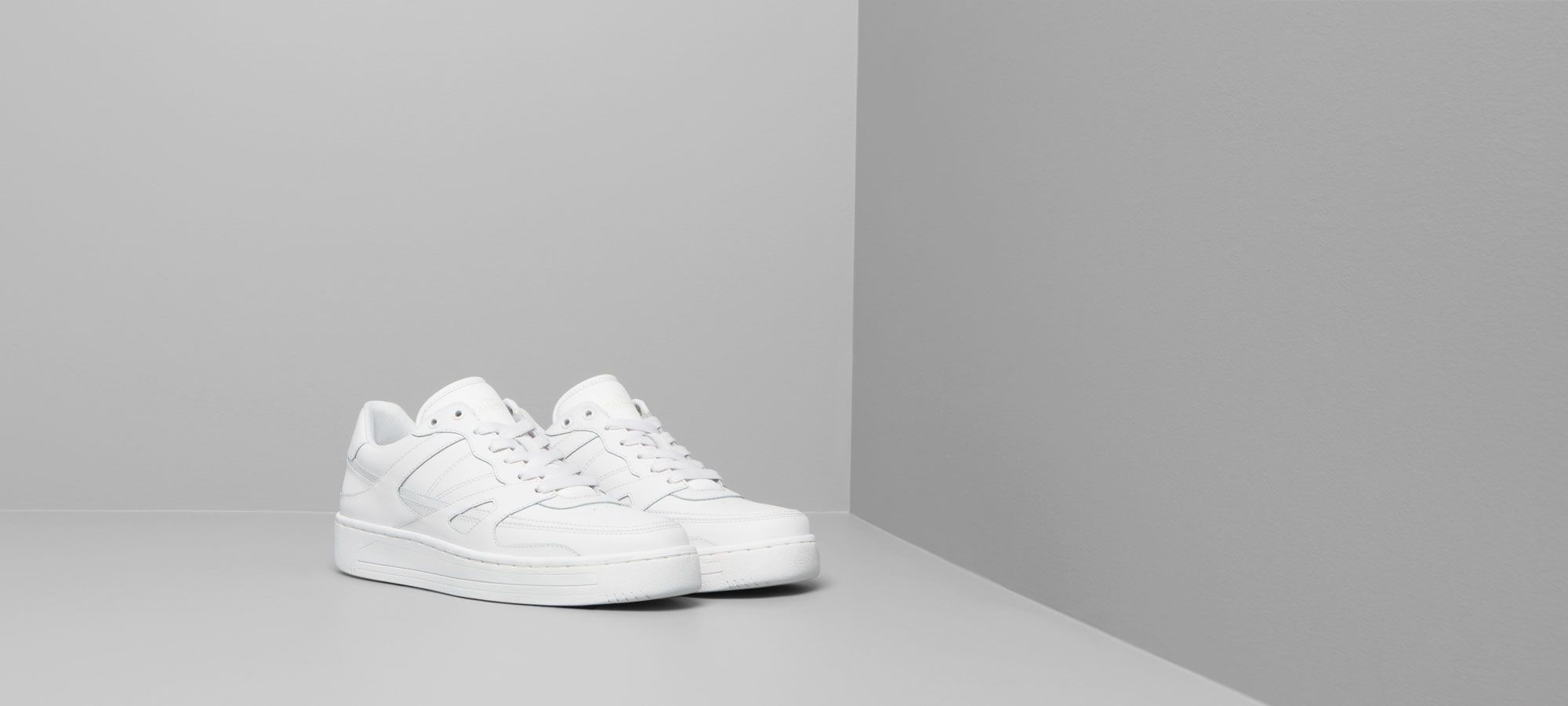 Zapatos Pull and Bear blancos deportivos
