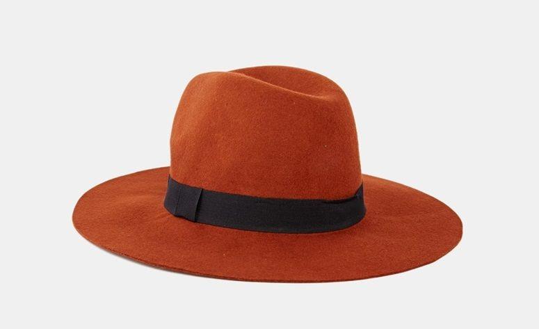 Sombrero naranja de ala ancha