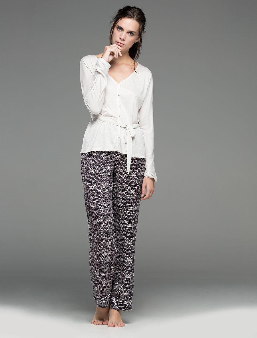 Pijama clásico, elegante y femenino