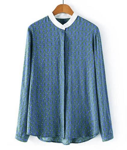 Camisa azul cadenas estampadas