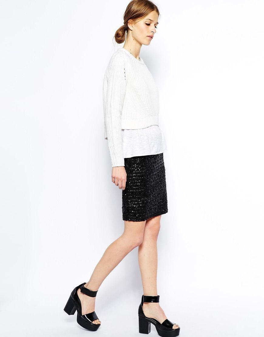 Cómo combinar una falda de lentejuelas con jersey