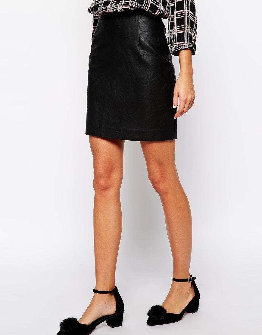 Tendencias de moda primavera-verano 2015 - Mini falda efecto cuero