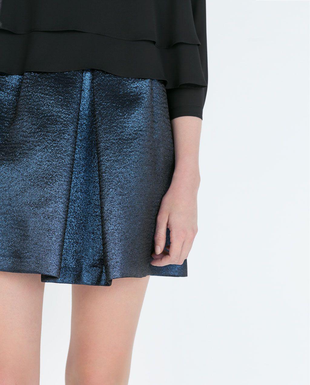 Falda de tablas con brillo