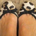 Cómo combinar unas bailarinas de leopardo