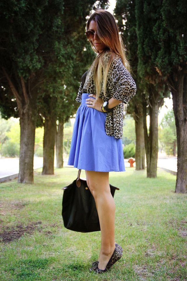 Cómo combinar unas bailarinas de leopardo con colores arriesgados