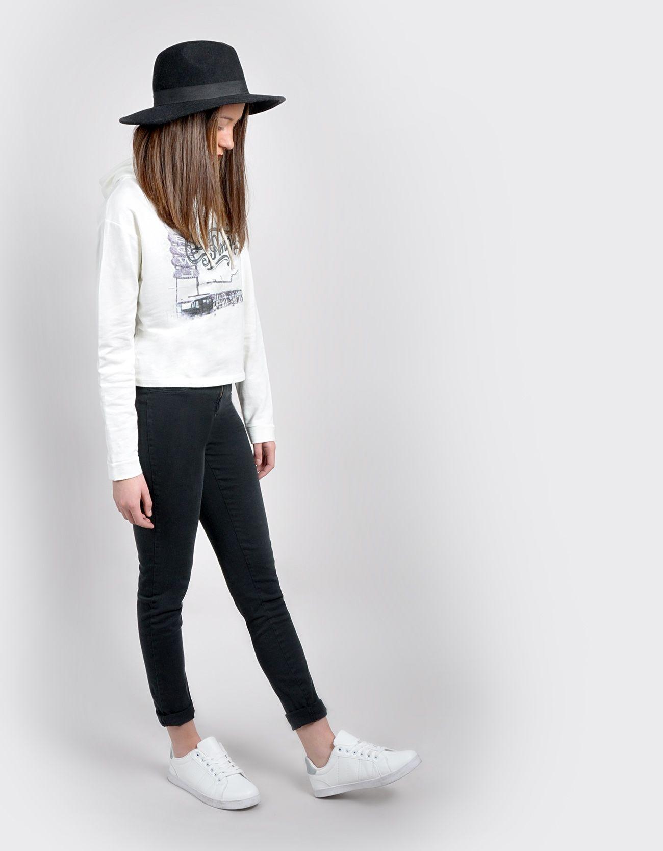 Sudadera y jeans
