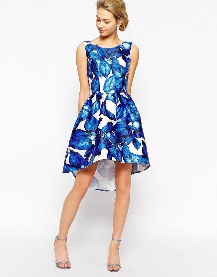 Vestido azul con cola