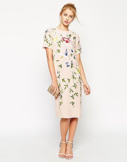 Vestido crema bordado