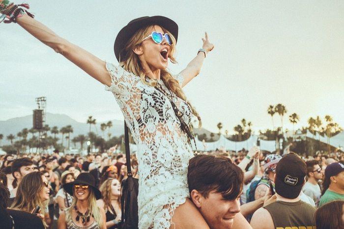 Cómo vestir para un festival de música en verano