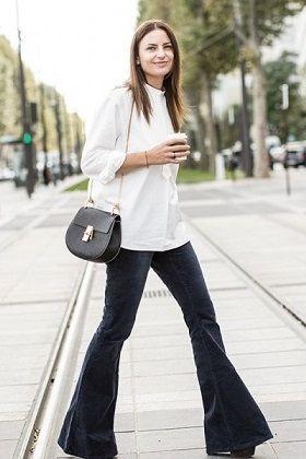 Como llevar pantalones de campana con estilo elegante