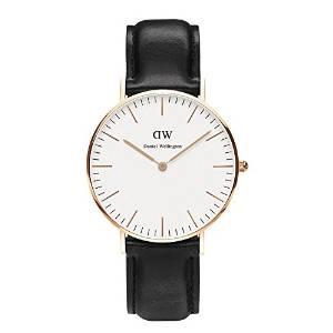 Reloj con correa de cuero negro