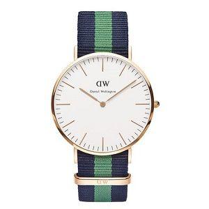 Reloj con correa de tela azul y verde