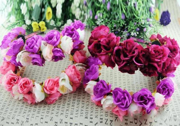 Coronas de flores de varios colores