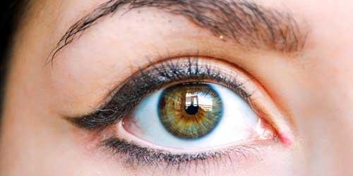 C mo pintarse los ojos para que parezcan mas grandes for Como se maquillan los ojos ahumados