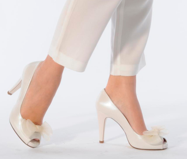 Zapatos blancos elegantes