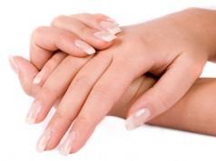 Blanquear las uñas