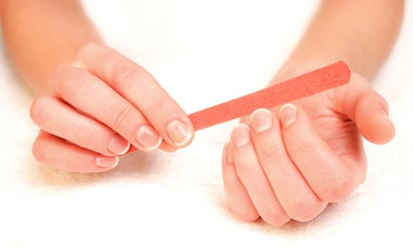 Como pintarse bien las uñas