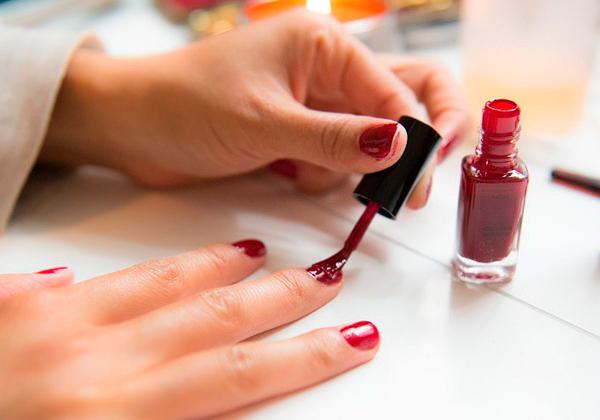 Maneras de pintarse las uñas