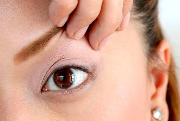 pintar ojos eyeliner