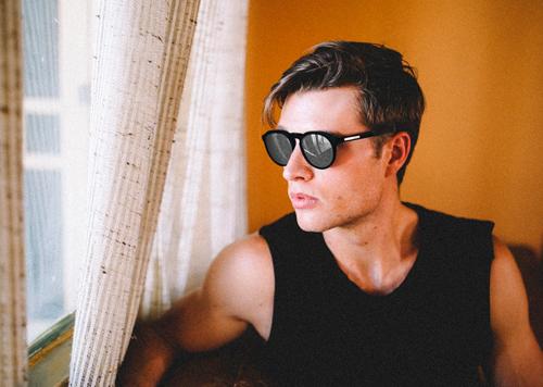 gafas de sol modernas hombre