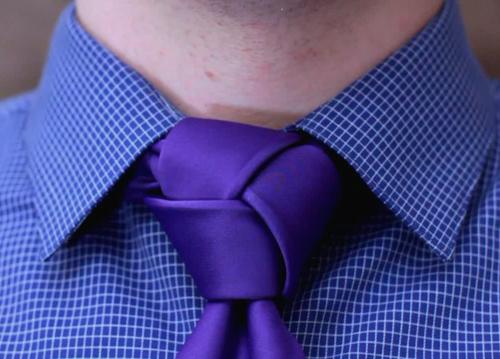 nudo de corbata moderno