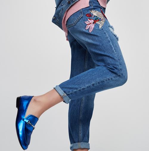 jeans bordados de flores