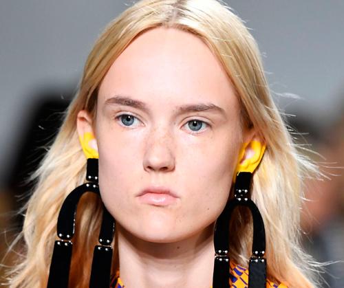 maquillaje orejas