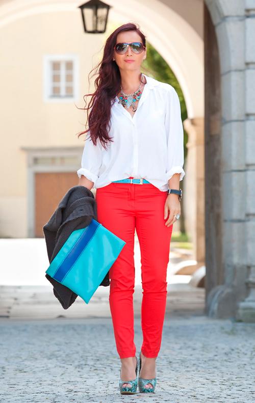 como combinar unos pantalones rojos