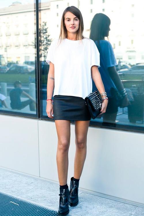 mujeres en minifalda corta