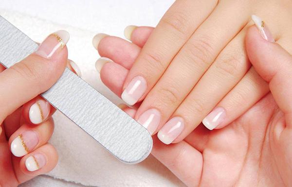 como quitarse las uñas de gel en casa
