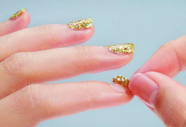 como se quitan las uñas permanentes