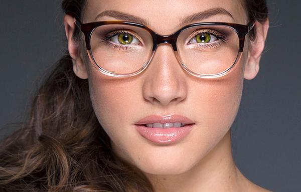 maquillaje para bolsas en los ojos