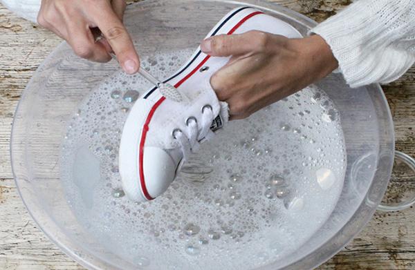 como limpiar las converse blancas