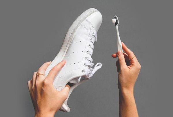 como quitar el amarillo de la goma de las zapatillas