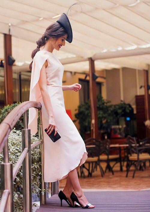 combinar vestido rosa palo